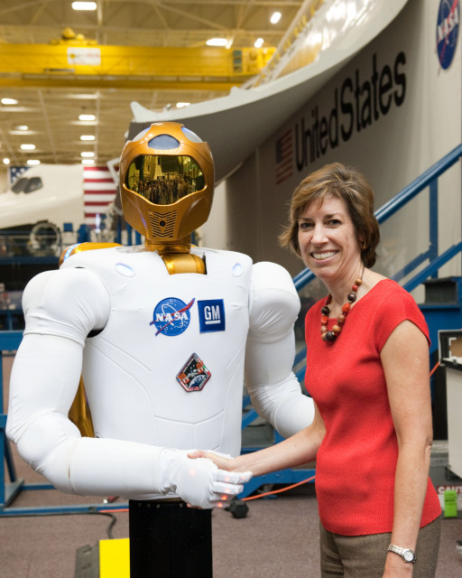 Ellen Ochoa Shakes Hands with First Humanoid Robot to Head to Station
